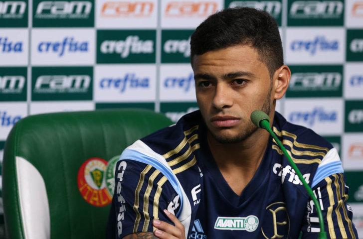 Cleiton Xavier concedeu entrevista coletiva na Academia de Futebol na tarde desta sexta (15). (Cesar Greco/Ag.Palmeiras/Divulgação)