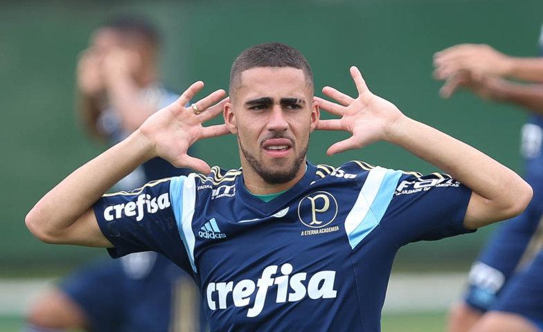 Gabriel concedeu entrevista coletiva na Academia de Futebol na tarde deste sábado (16). (Cesar Greco/Ag.Palmeiras/Divulgação)