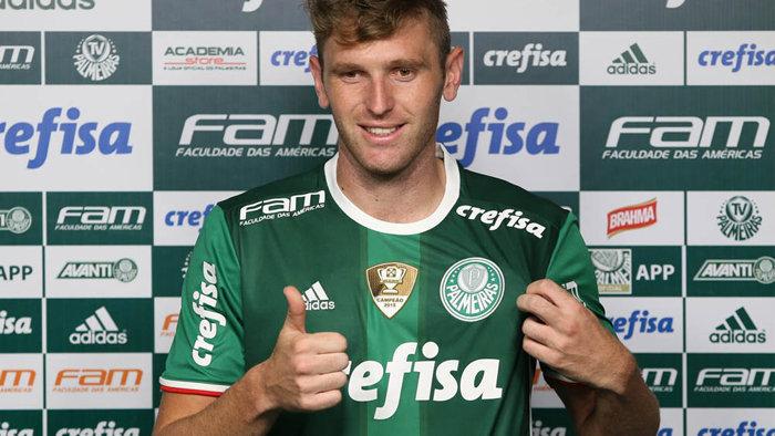 Fabiano foi apresentado oficialmente nesta quinta (05) na Academia de Futebol. (Cesar Greco/Ag.Palmeiras/Divulgação)