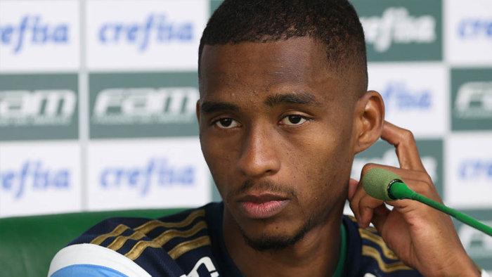 Matheus Sales concedeu entrevista coletiva após o treino desta quarta-feira (04). (Cesar Greco/Ag. Palmeiras/Divulgação)