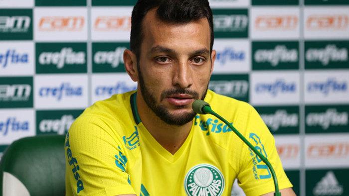 Edu Dracena concedeu entrevista coletiva na Academia de Futebol após o treino desta segunda-feira (14). (Cesar Greco/Ag.Palmeiras/Divulgação)