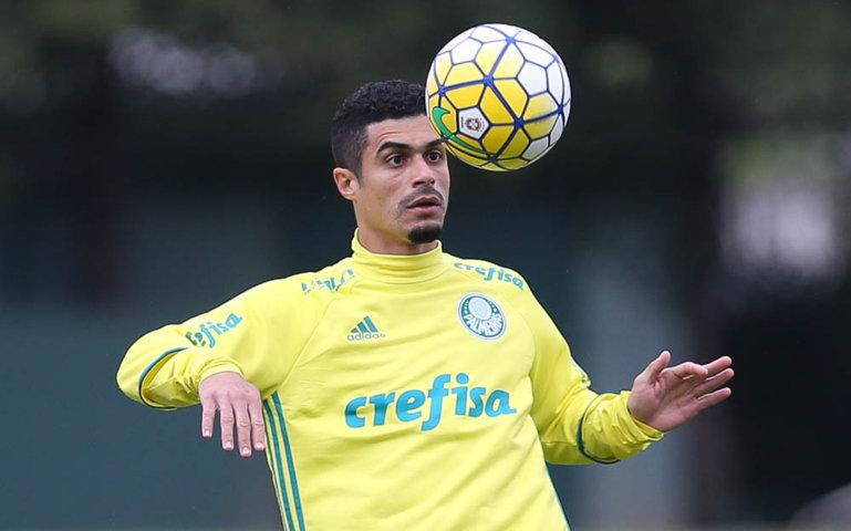 Recuperado, lateral Egídio volta a aparecer na lista de relacionados do Verdão. (Cesar Greco/Ag.Palmeiras/Divulgação)