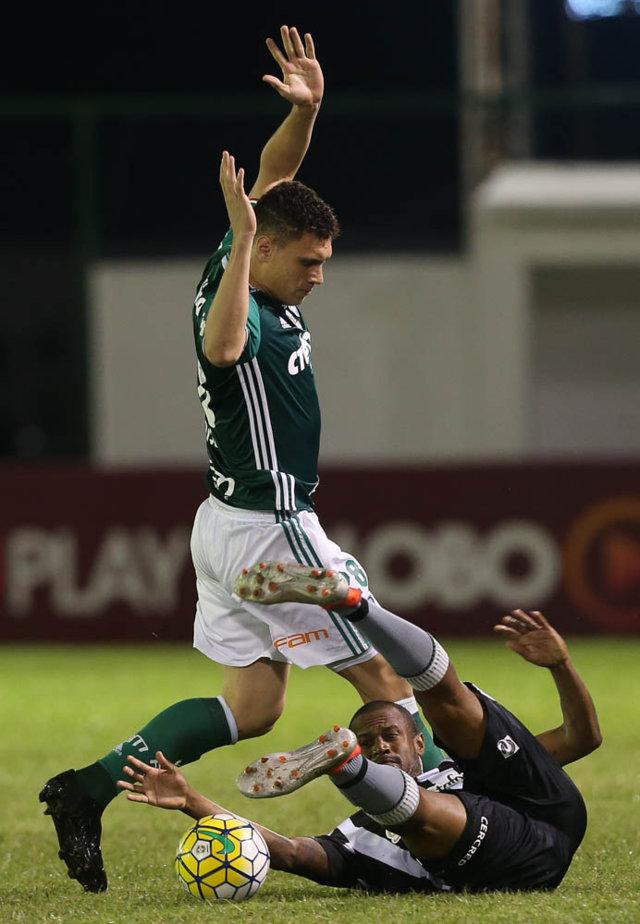 Retornando de lesão, Moisés foi a novidade na escalação palmeirense neste domingo (31). (Cesar Greco/Ag.Palmeiras/Divulgação)