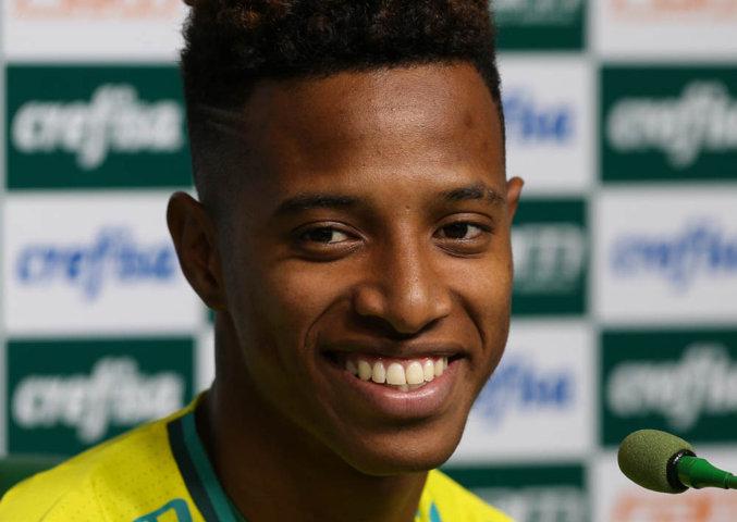 Tchê Tchê concedeu entrevista coletiva na Academia de Futebol depois do treino desta sexta-feira (09). (Cesar Greco/Ag Palmeiras/Divulgação)