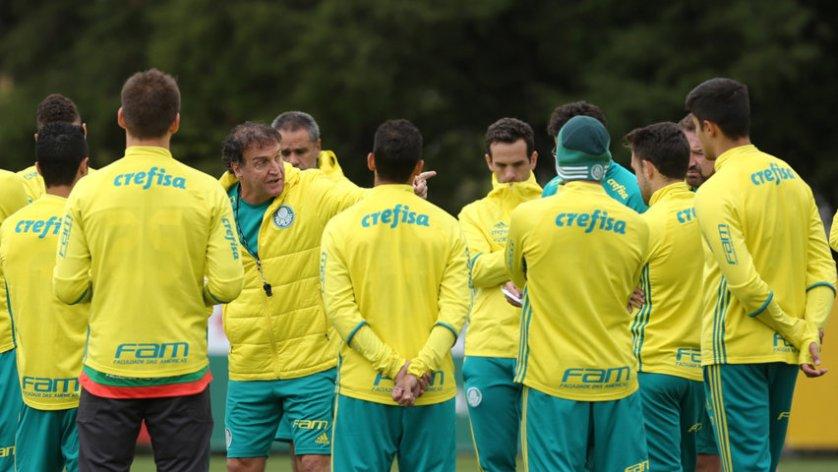 Cuca comandou treino tático visando ao duelo com o Atlético-PR, no domingo (14). (Cesar Greco/Ag.Palmeiras/Divulgação)