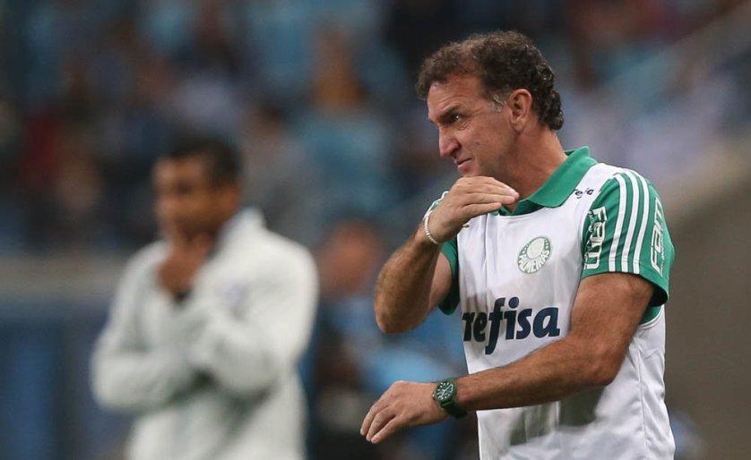 Cuca viu um segundo tempo equilibrado entre Grêmio e Palmeiras, em Porto Alegre. (Cesar Greco/Ag Palmeiras/Divulgação)