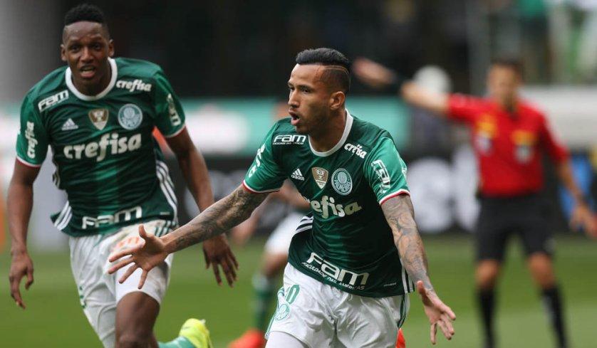 Leandro Pereira saiu do banco para marcar o primeiro gol do Verdão conta o Coritiba. (Cesar Greco/Ag Palmeiras/Divulgação)