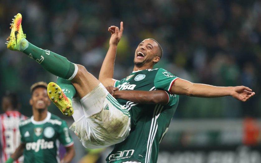 De cabeça, Vitor Hugo marcou o segundo gol do Verdão. (Cesar Greco/Ag Palmeiras/Divulgação)