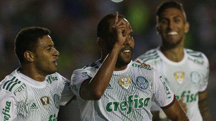 Alecsandro ficou afastado dos gramados por quase três meses e voltou a marcar neste domingo (09). (Cesar Greco/Ag.Palmeiras/Divulgação)