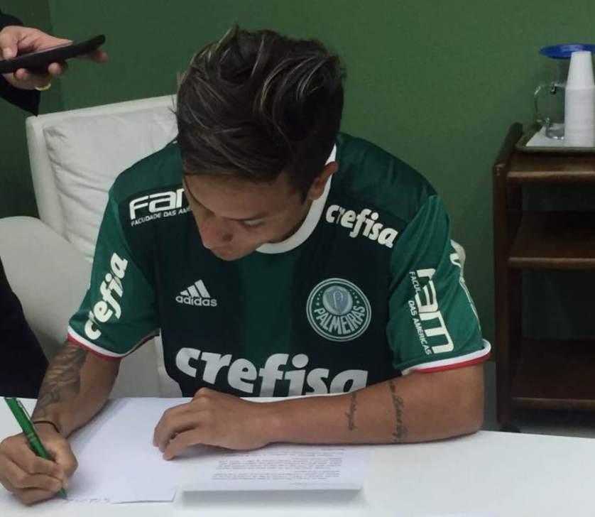Artur assinou com o Verdão até 2021. (Divulgação)