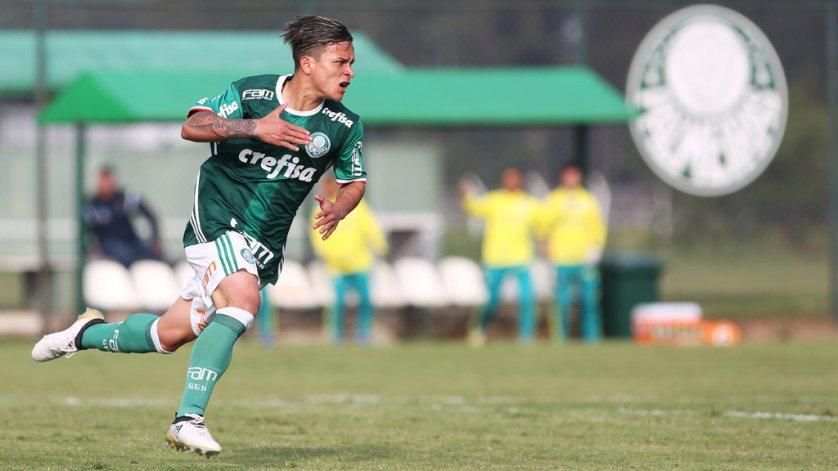 O atacante Artur marcou dois gols nesta sexta-feira (04). (Fabio Menotti/Ag Palmeiras/Divulgação)