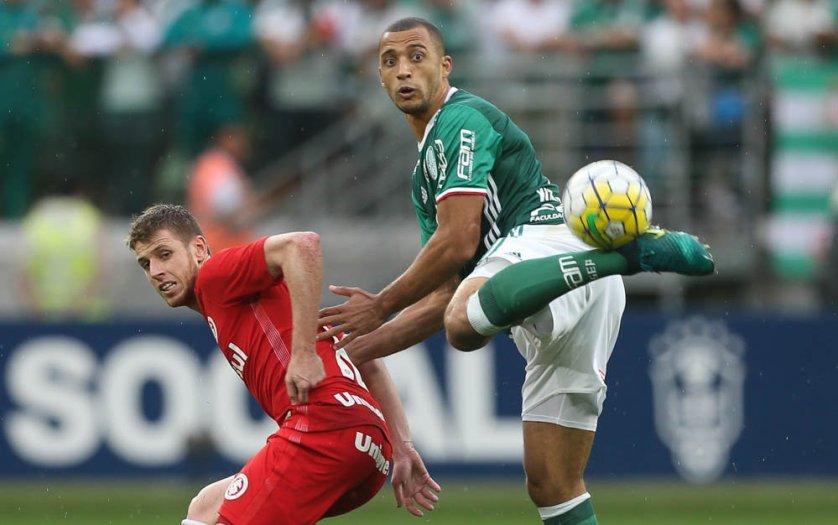 O zagueiro Vitor Hugo destacou a força do grupo palmeirense após vitória sobre o Internacional. (Cesar Greco/Ag.Palmeiras/Divulgação)