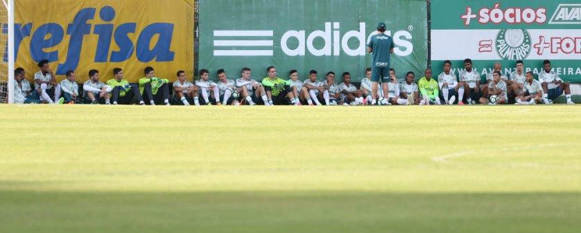 Cuca teve conversa com o elenco antes da atividade desta segunda-feira (29). (Cesar Greco/Ag. Palmeiras/Divulgação)