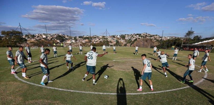 Em campo, o técnico Cuca realizou um treino tático e definiu a equipe que irá enfrentar o time celeste. (Cesar Greco/Ag Palmeiras/Divulgação)
