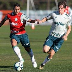 Com treino tático, Cuca encerra preparação para duelo com Flamengo