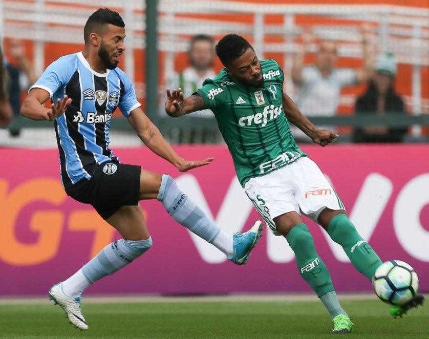 Michel Bastos foi titular diante do Grêmio. (Cesar Greco/Ag. Palmeiras/Divulgação)