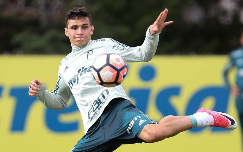 Contra o Botafogo, Raphael Veiga deve ter mais uma oportunidade como titular do Palmeias. (Cesar Greco/Ag Palmeiras/Divulgação)