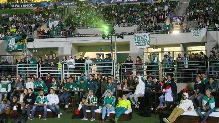 Allianz Parque exibiu jogo do Palmeiras em telão e reuniu torcida. (Sergio Ortiz/Ag Palmeiras/Divulgação)