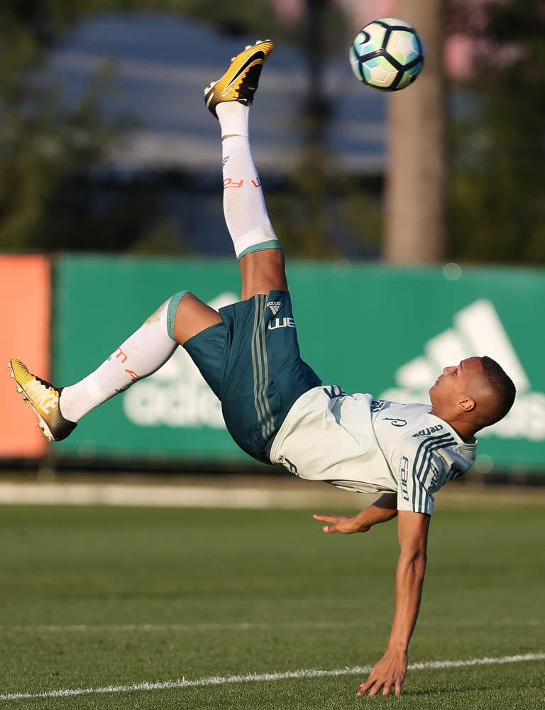 Palmeiras trabalhou bastante finalizações na tarde desta quinta-feira (31). (Cesar Greco/Ag Palmeiras/Divulgação)