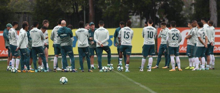 Cuca teve conversa com o elenco antes da atividade. (Cesar Greco/Ag Palmeiras/Divulgação)