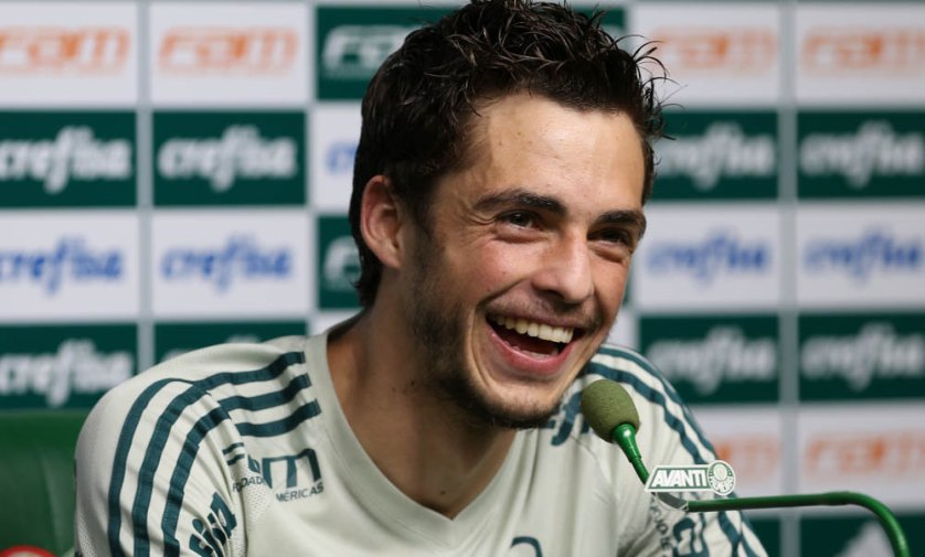 Após marcar seu primeiro gol, o meia Hyoran falou com a imprensa nesta quarta-feira (30), na Academia de Futebol. (Cesar Greco/Ag Palmeiras/Divulgação)