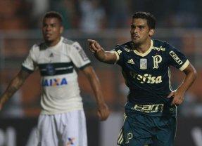 No Pacaembu, Palmeiras supera Coritiba e retoma 4ª posição no Brasileiro