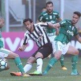 Com dois jogadores a menos, Palmeiras segura empate contra Atlético-MG