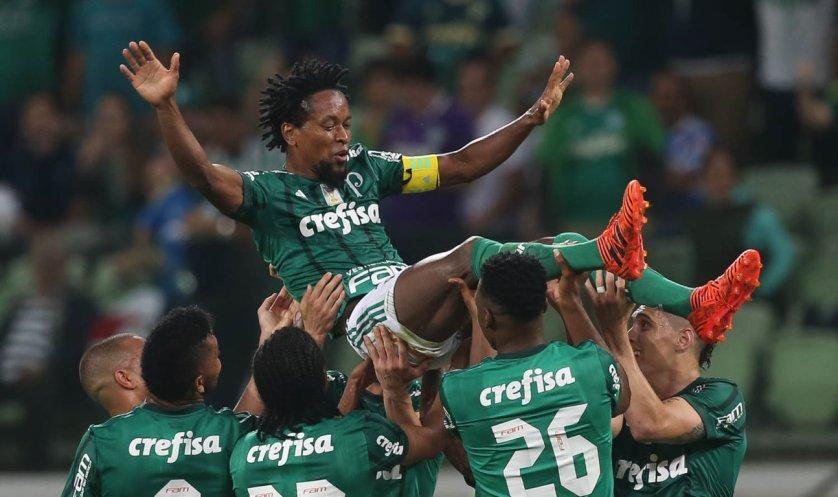 Zé Roberto foi condecorado na noite desta segunda-feira (27). (Cesar Greco/Ag Palmeiras/Divulgação)