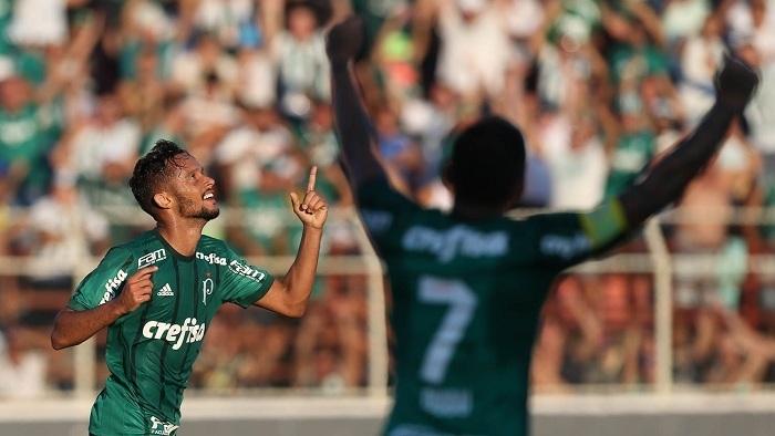 O meia Gustavo Scarpa marcou seus primeiros gols com a camisa do Verdão. (Cesar Greco/Ag Palmeiras/Divulgação)