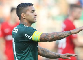 No Pacaembu, Palmeiras supera o Internacional com gol de Dudu