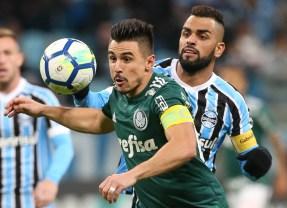 Willian marca dois e Palmeiras bate o Grêmio fora de casa no Brasileirão