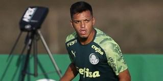 Gabriel Menino sente lesão e pode perder jogo de ida da Recopa