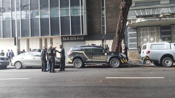 Polícia Federal cumpriu mandado de busca na sede da Cimento Nassau, no Bairro do Recife, nesta quarta-feira (5)