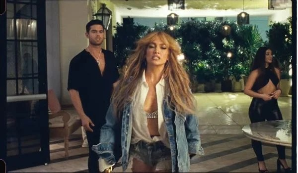 Jennifer Lopez and model Andre Luis Brunelli: sensual scene in the clip of Cambia El Paso, new hit of the artist