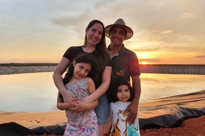 Por ser enfermeira, Luciani Côrtes soube orientar as filhas, Anna e Manuela, sobre os cuidados com o novo coronavírus: diversão em família e atividades lúdicas