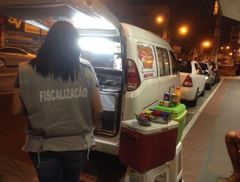Ambulantes e uma casa noturna foi notificada durante a operação em Vila Velha