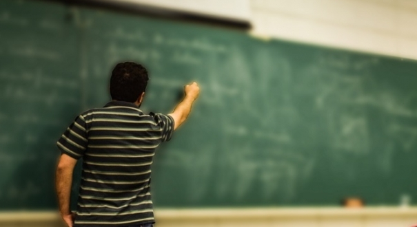 A taxa de analfabetismo no país entre pretos e pardos é de 9,9%, mais de que o dobro da de pessoas brancas (4,2%)