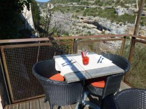 A table for two overlooking the Briant gorge