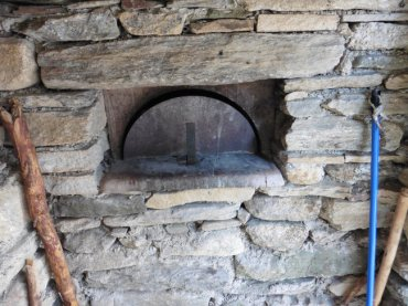 bread-oven-in-douch-2