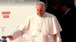 VIDEO: El Papa Francisco llega a Colombia y lo reciben a ritmo de cumbia