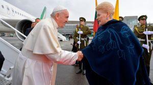 El Papa Francisco llegó a Lituania en su viaje apostólico por los países bálticos