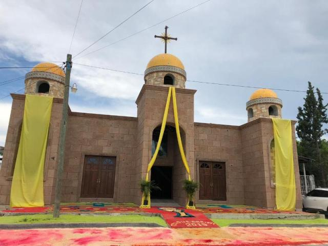 GALERÍA: PARROQUIA SAN FRANCISCO DE ASÍS LLEVA A CABO LA CELEBRACIÓN DE CORPUS CHRISTI EN ACUÑA