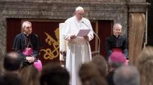 El Papa Francisco pide reflexionar en el rol de la mujer en la Iglesia