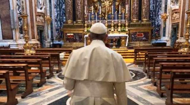 Papa Francisco sorprende a fieles con visita a basílica Santa María la Mayor
