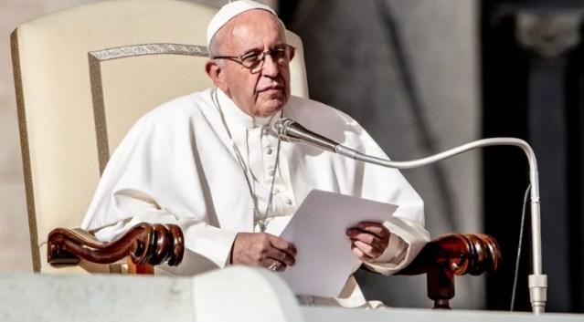 Papa llama a no seguir por el camino de la destrucción del hombre y la creación