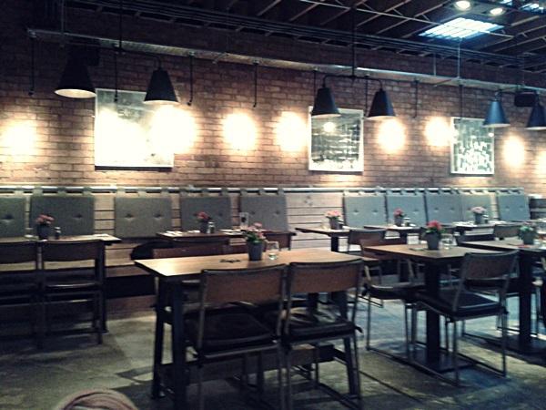 Pure bar & Kitchen