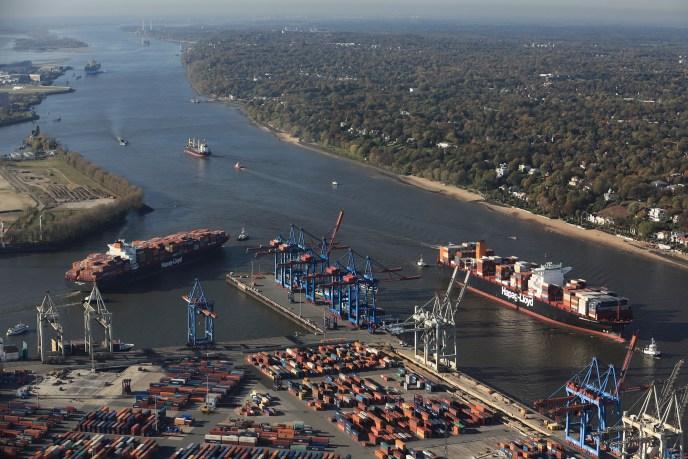 container_grosscontainerschiffstreffen-vor-dem-waltershofer-hafen_copyright_hhm-lindner