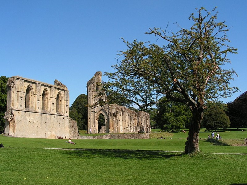 Visiting Glastonbury Abbey in Somerset