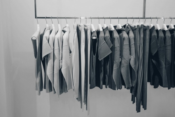 gray-line-clothe