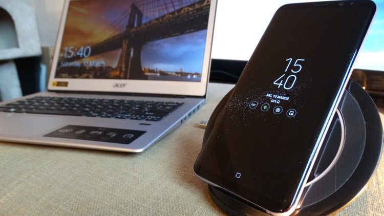 Qi Wireless Charging stand | Touch by Urban